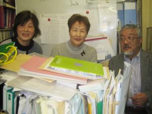 ファーストステップ・ジョブグループのメンバーと望月昭さん