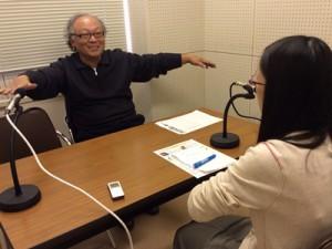取材時の様子 左:宮田 昌幸さん(染色職人)、右:宮川 典子さん(ラジオボランティア)