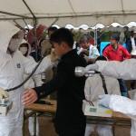 平成26年度京都府綾部市総合防災訓練の原子力災害/スクリーニング訓練に参加する中学生