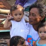 フィリピンを襲った超大型台風ハイヤンで被災した家族