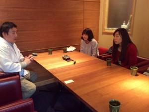 取材の様子 左:吉田忠司さん(祗園花萬),真ん中:嘉野加奈子さん,福永紗弓さん